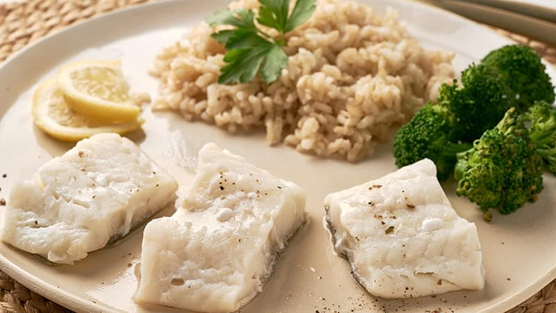 steamed cod with brown rice and vegetables