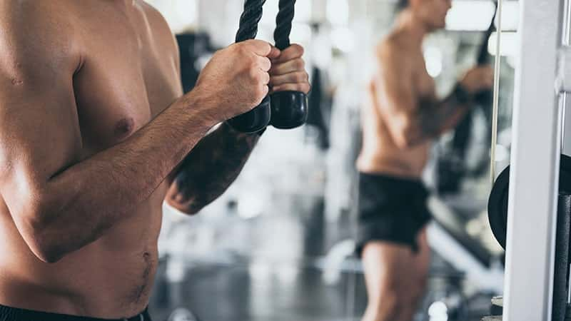 man training in the gym how to lose fat and gain muscle
